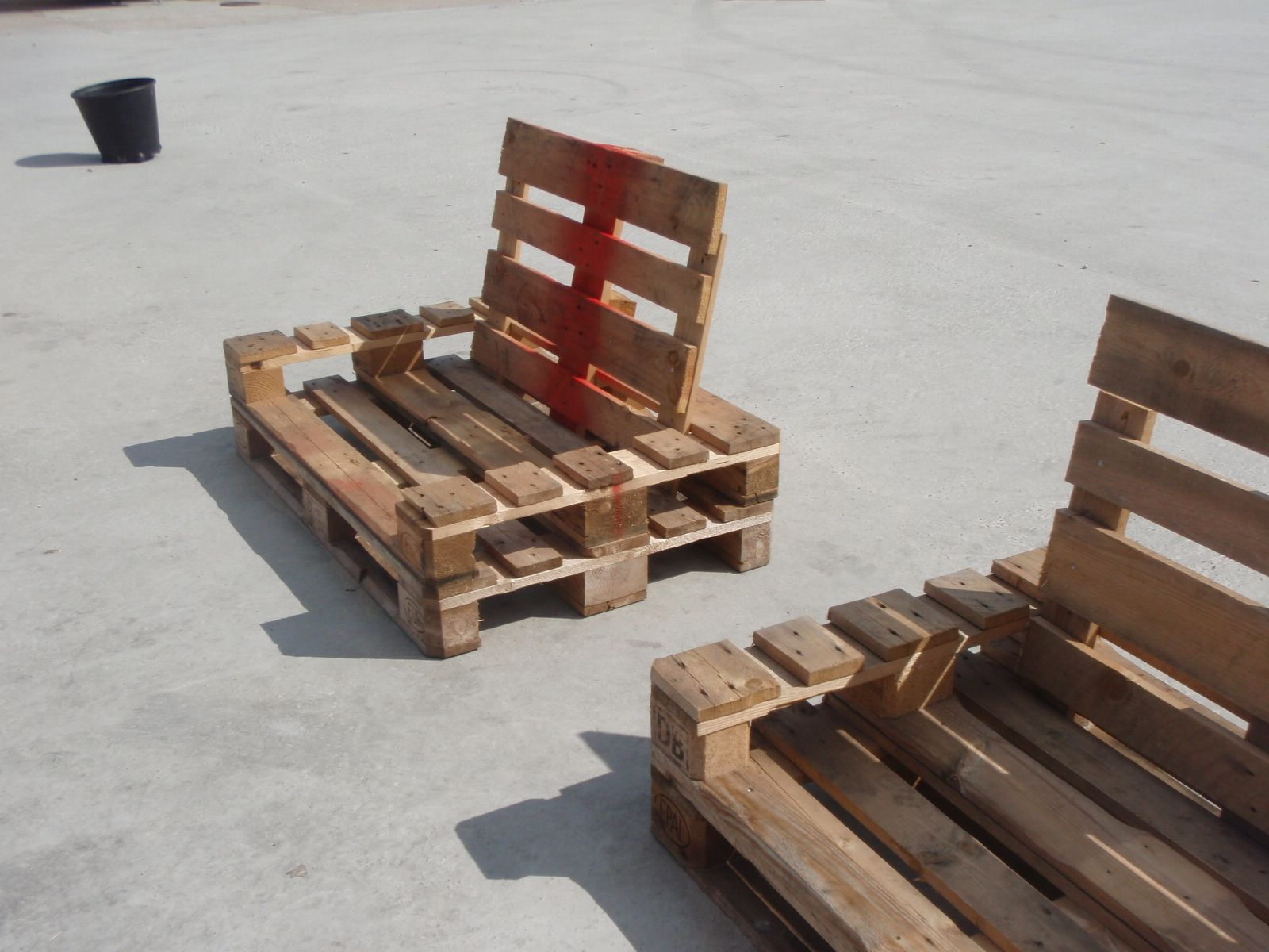 Copenhagen pallet furniture pallet furniture pallets for Sofa de palets exterior