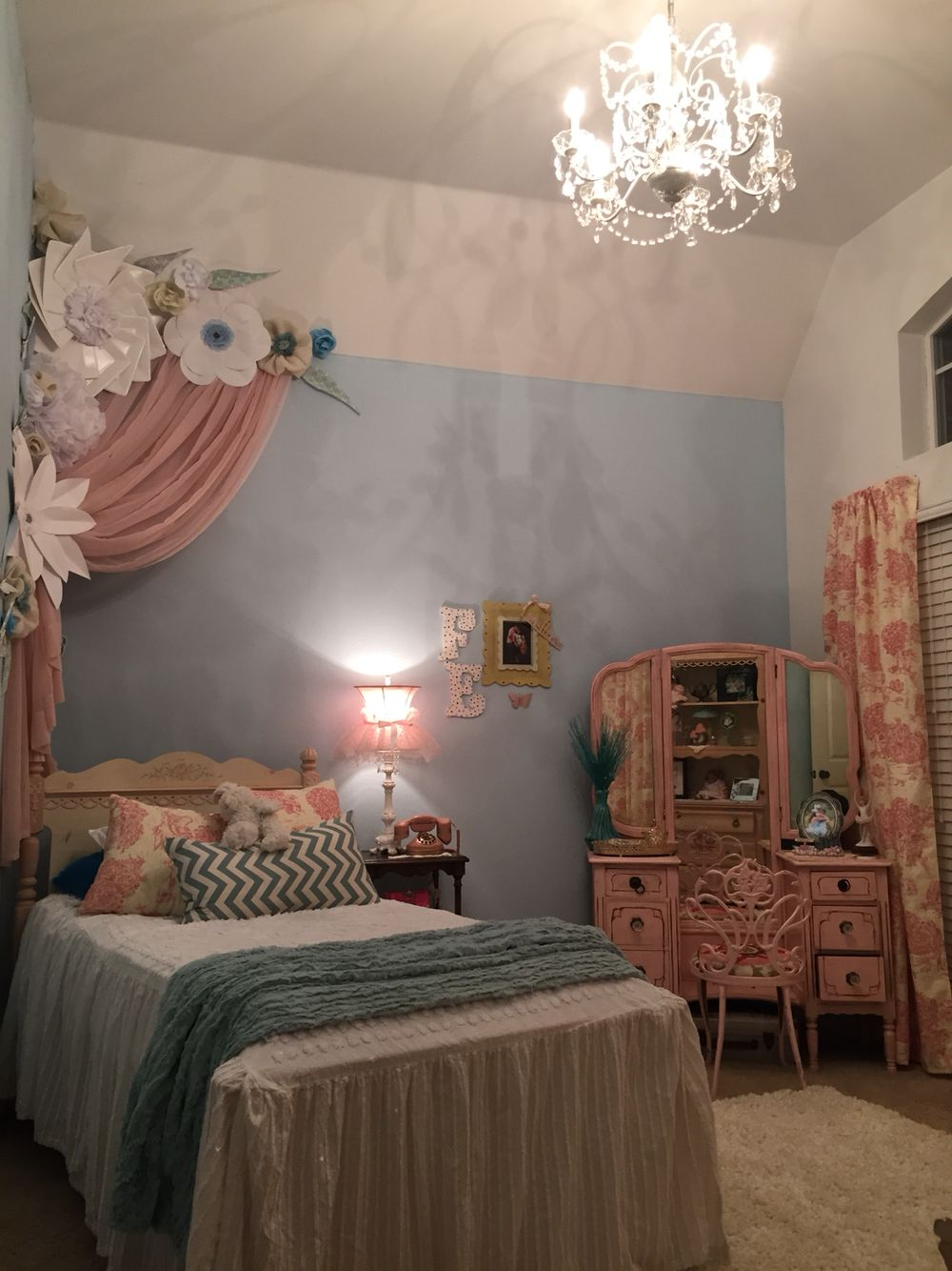 Paper flowers princess room pink and blue room ideas 6 for 15 year old bedroom