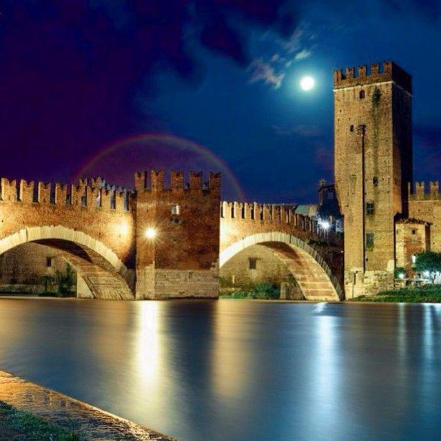Ponte di Castelvecchio, Verona. Photo courtesy of jerricatan on Instagram.