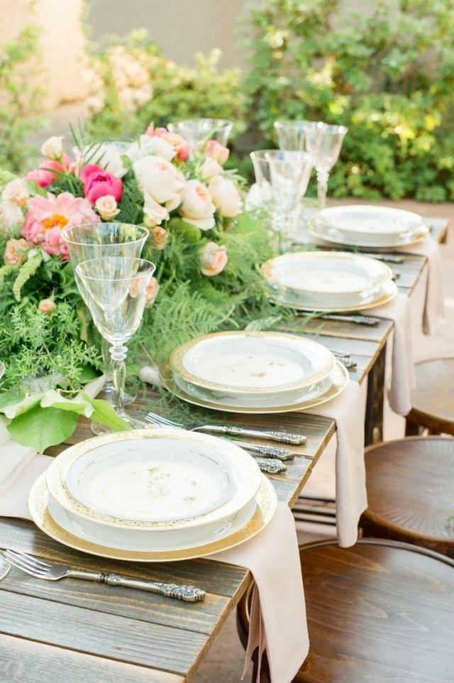 Garten Hochzeit Fruhling Tischdeko Rustikal Holztisch Blumengesteck