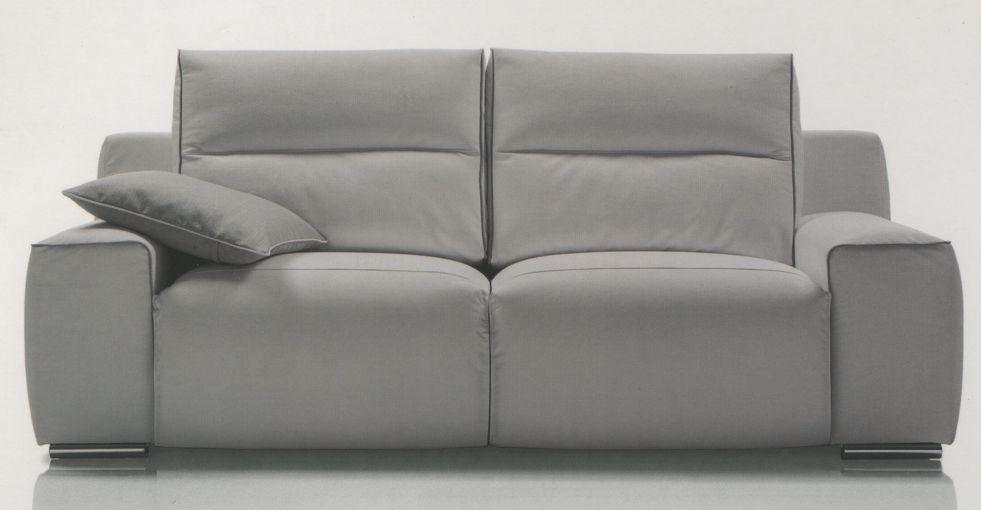 Sofá 3 plazas md. Alexis tapizado en piel Medidas: 2.12 L x 1.02 F x 0.99 h.