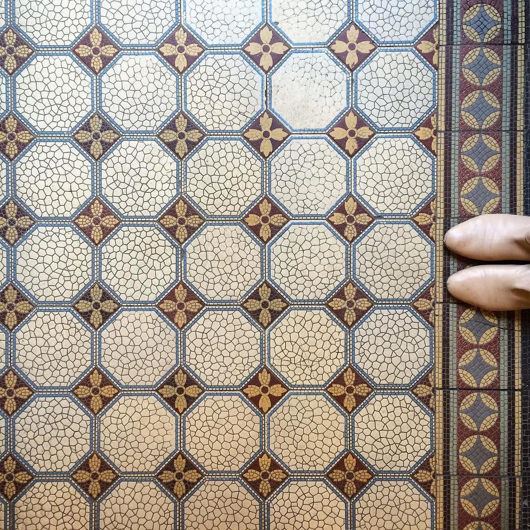 TILELOVE  #fromwhereistand #tiles #fliesen #pattern #patterndesign #tilelove #hamburg #boots #ihavethisthingwithfloors #patternoftheday #ihavethisthingwithtiles #lookyfeets #floor #amazingfloorsandwanderingfeet #muster #patternlove #archidaily #tileinspiration #archilovers #geometry #architecture #ig_hamburg #igershamburg #architexture #tileaddiction #geometric #tileporn #fwisfeed #floorsthatilove by giesela_berg