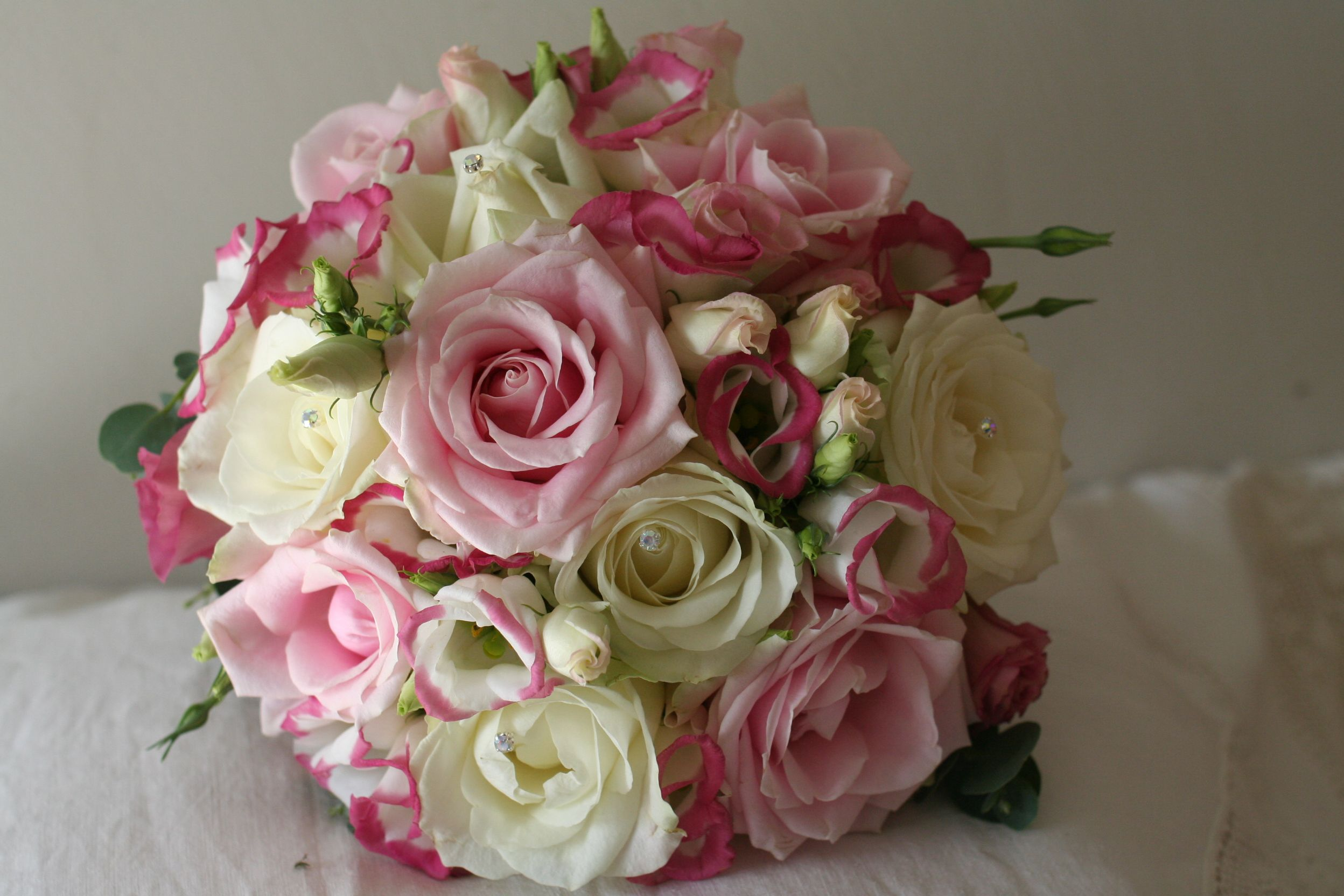 Roses and Lizianthus