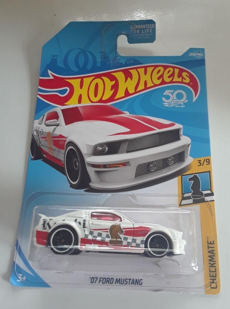 2017 Mattel Hot Wheels 2007 Ford Mustang White 1 64 Die Cast Car Checkmate Serie Hotwheels Ford Mattel Hot Wheels 2007 Ford Mustang Hot Wheels
