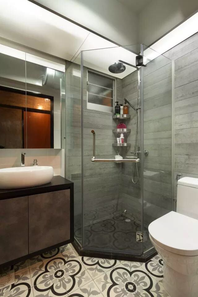 Looks pretty cool. But the shower area too small ... on Small Area Bathroom Ideas  id=42161