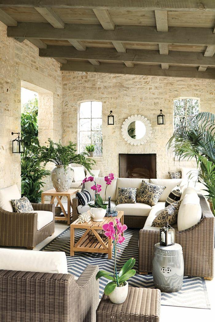 gartengestaltung ideen komfortable außenmöbel teppich pflanzen kamin