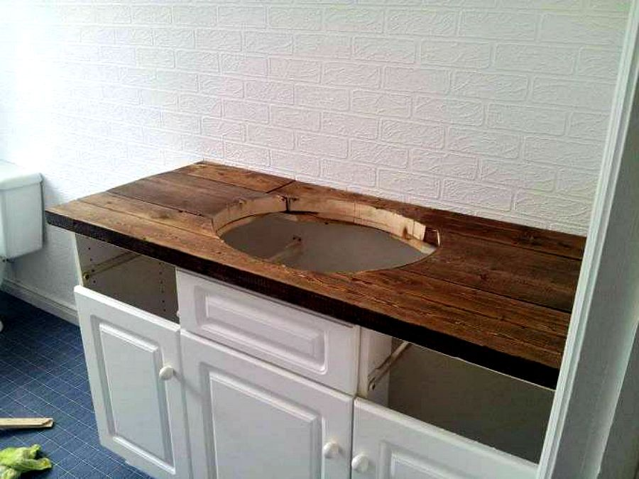 Perfect DIY Rustic Wood Vanity Top: Http://sharktails.ca/2016/