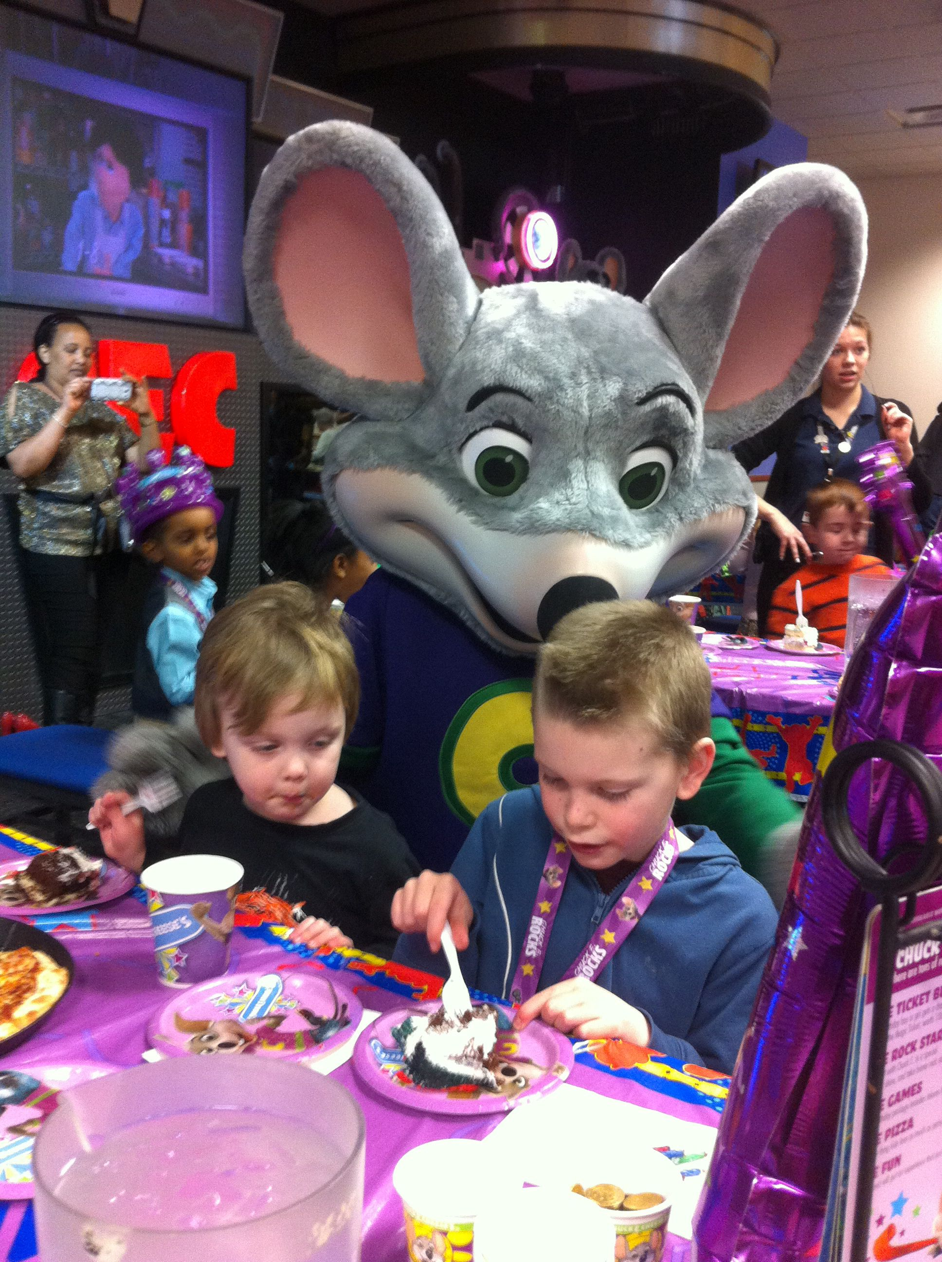 birthday party at chuck e cheese
