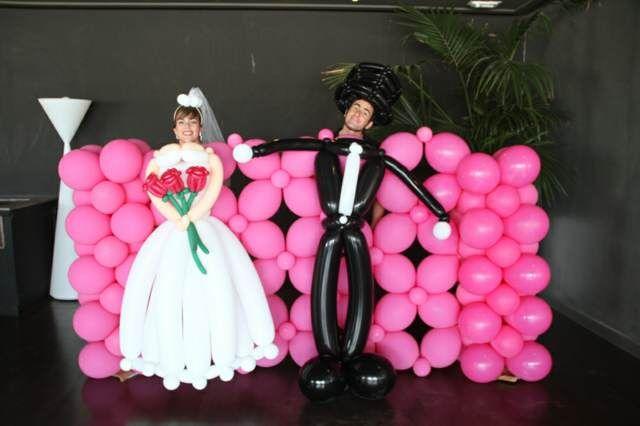 divertido photocall con globos para un original recuerdo del da de tu boda