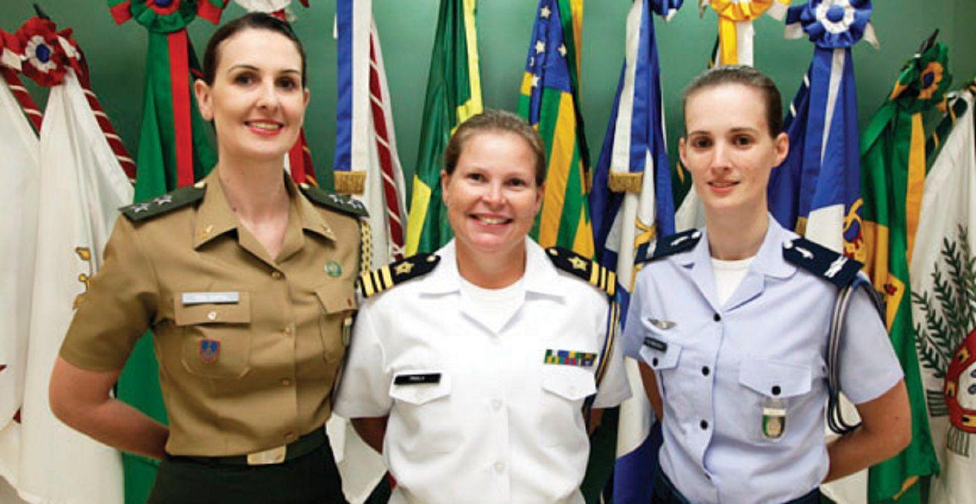 A presença feminina nas Forças Armadas brasileiras é cada vez maior.  http://folhamilitar.com.br/2013/04/mulheres-estao-cada-vez-mais-presentes-nas-forcas-armadas-brasileiras/