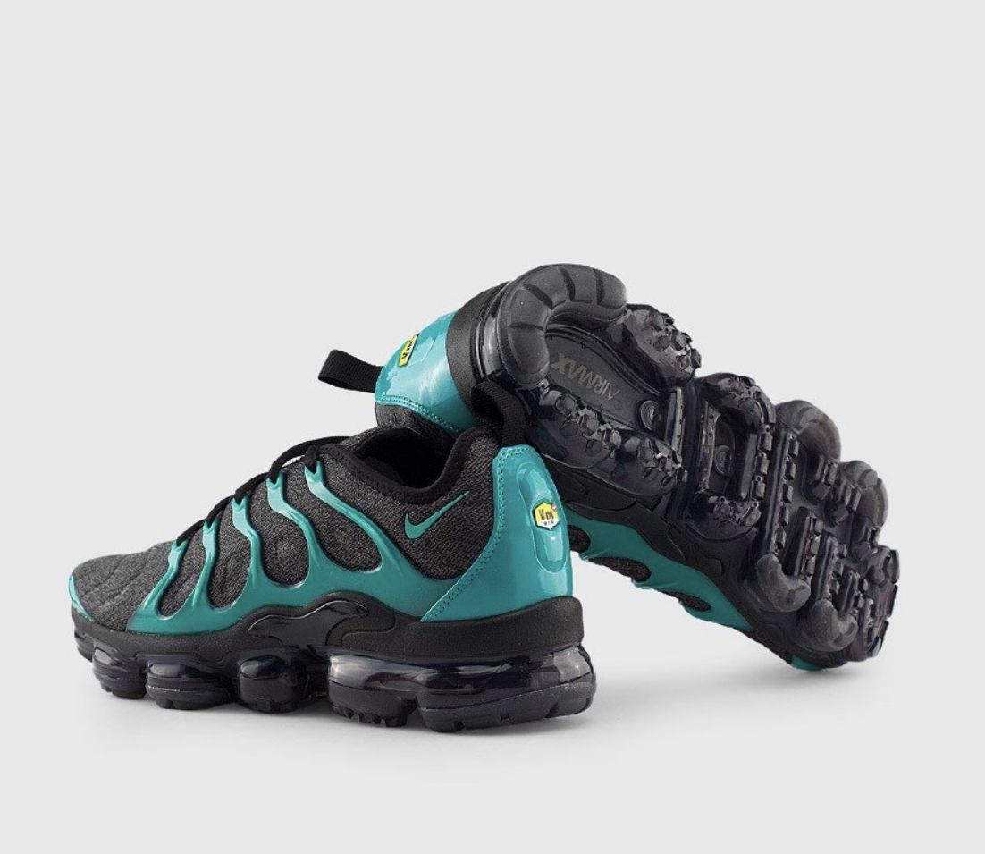 Hiking boots, Nike air max, Sneakers nike