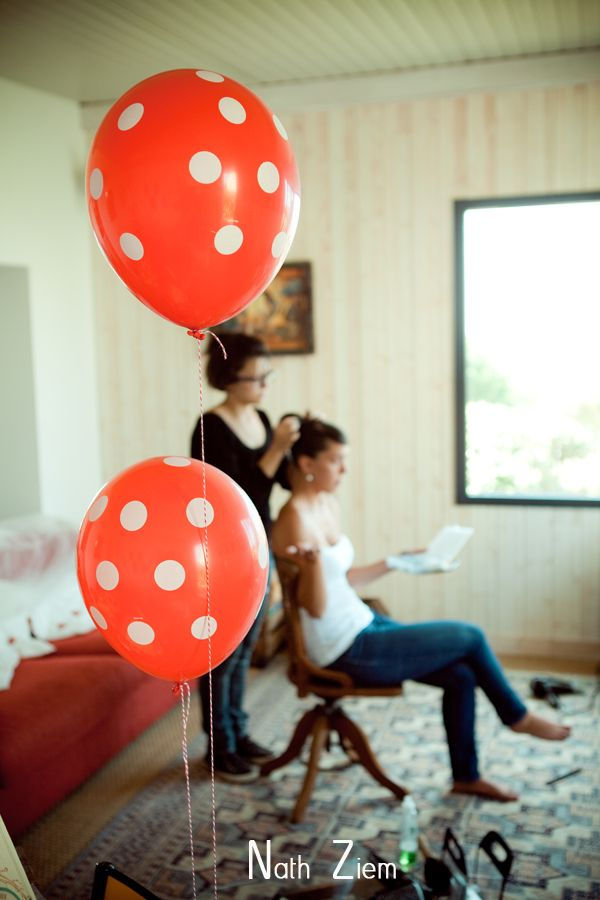 Ballon rouge à pois blanc et baker twine Love, Fun