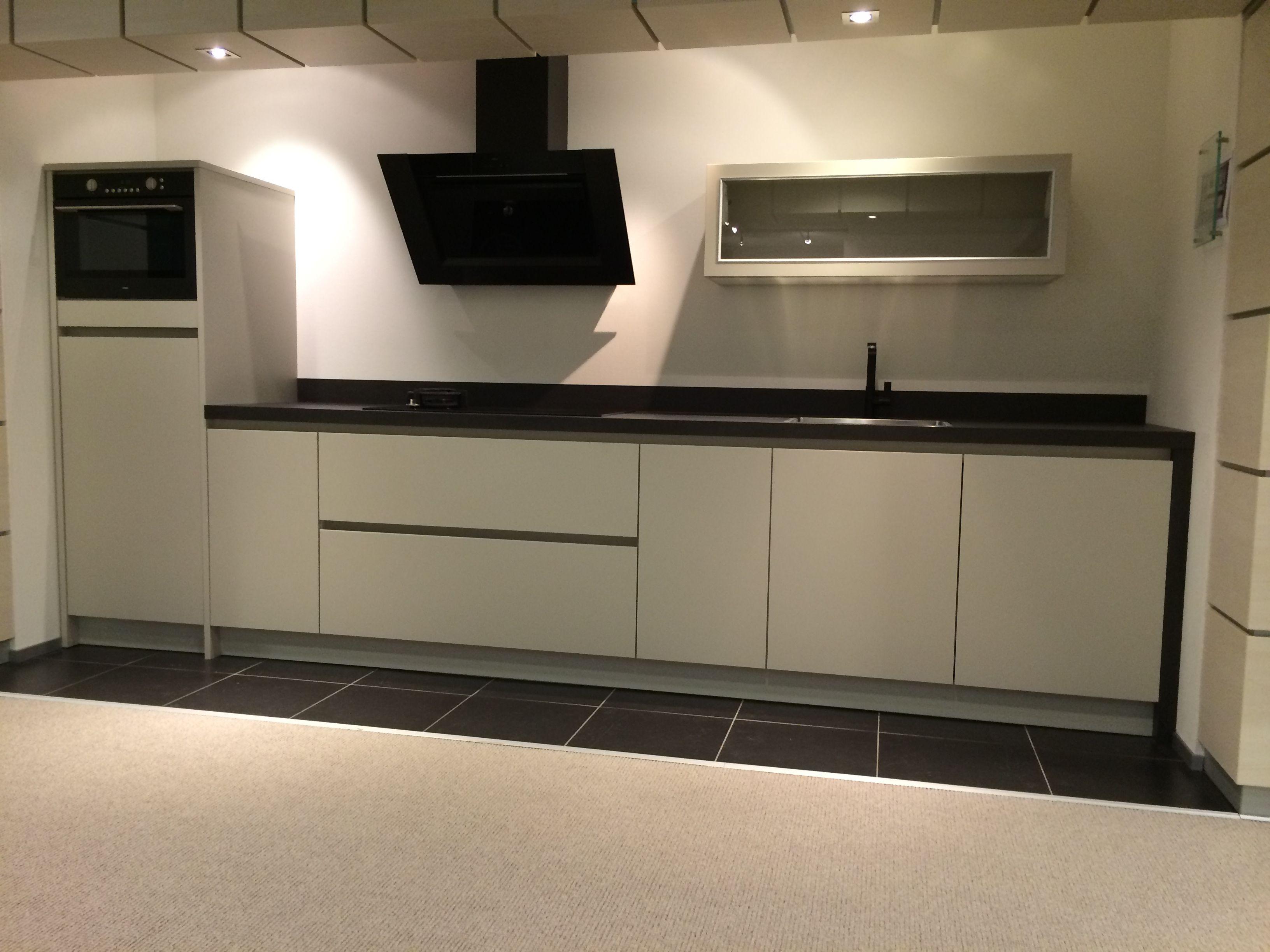 Keller gl xtra moderne greeploze keuken in zandbeige volledig