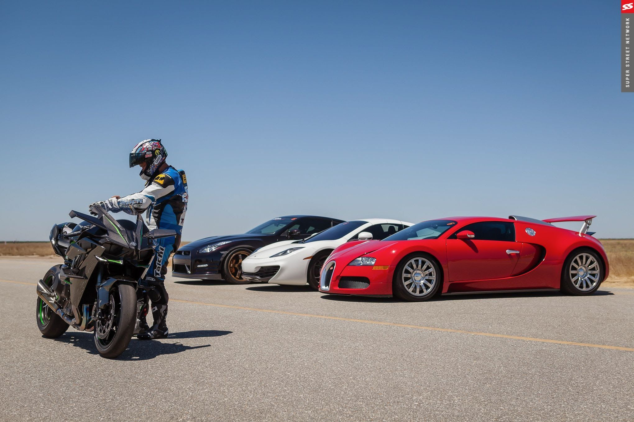 Full Video Hyperbike Races Ninja H2r Vs Bugatti Veyron 1350hp Gt
