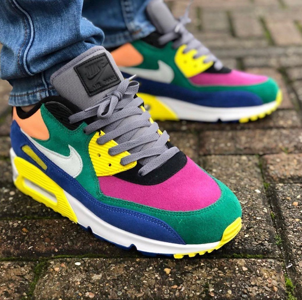 4 Ways to Style Nike Air Max 90's