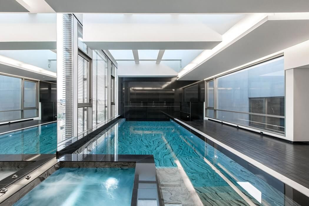 Contemporary House By Roma International Piscine Interieure