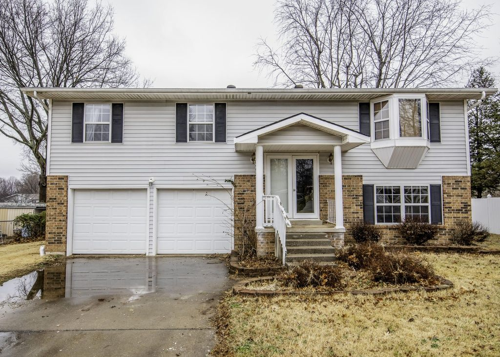 3113 W Countryside Ct Springfield Mo 65807 Mls 60130063 Zillow Foreclosed Homes Renting A House Townhouse For Rent