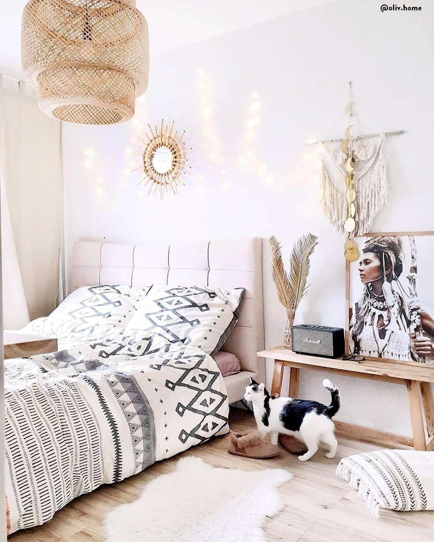 Dieses Schlafzimmer Strahlt Pure Gemütlichkeit Aus. Rattan Ist Ein  Gefälliges Material, Direkt Aus Der Natur Und Wie ...