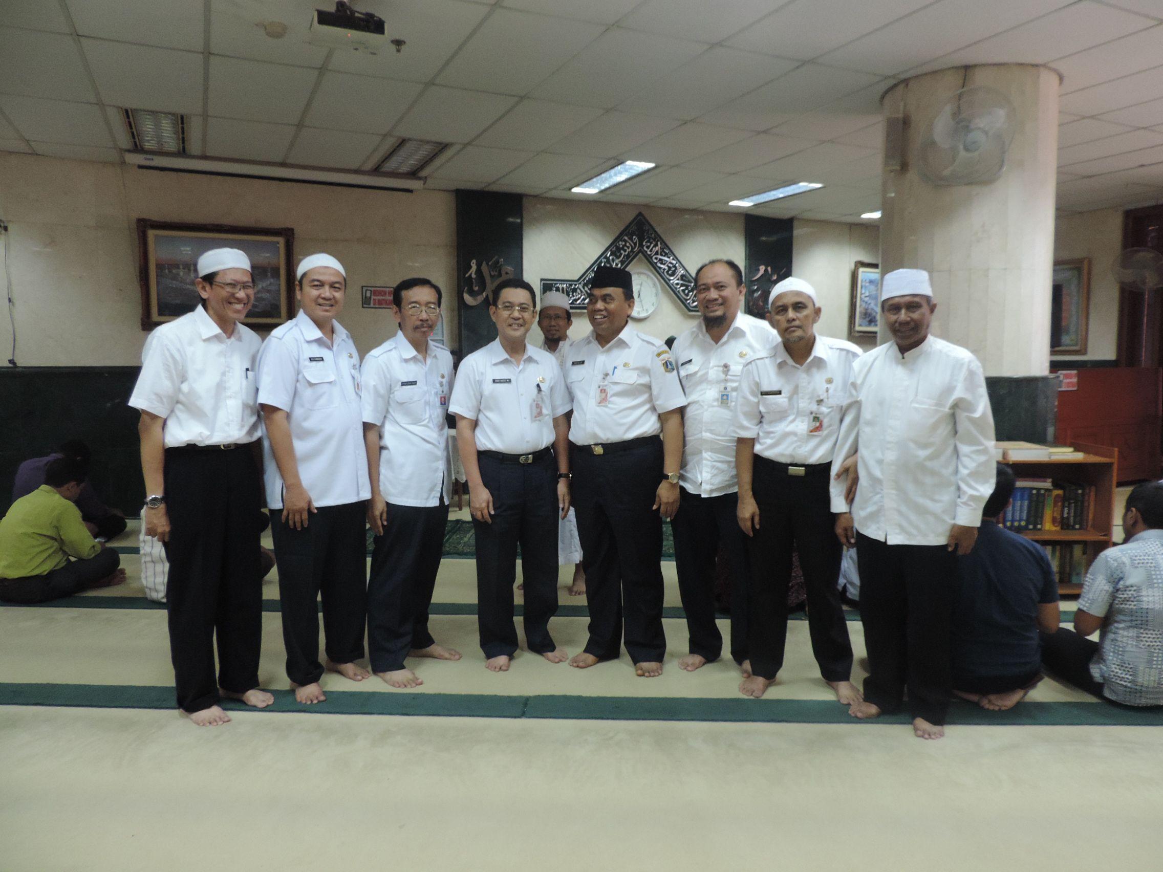 Wakil Kepala Dinas Pelayanan Pajak Foto bersama Sekda Provinsi DKI Jakarta Bapak Saefulloh di Masjid Al-Badr Abdul Muis Jakarta Pusat