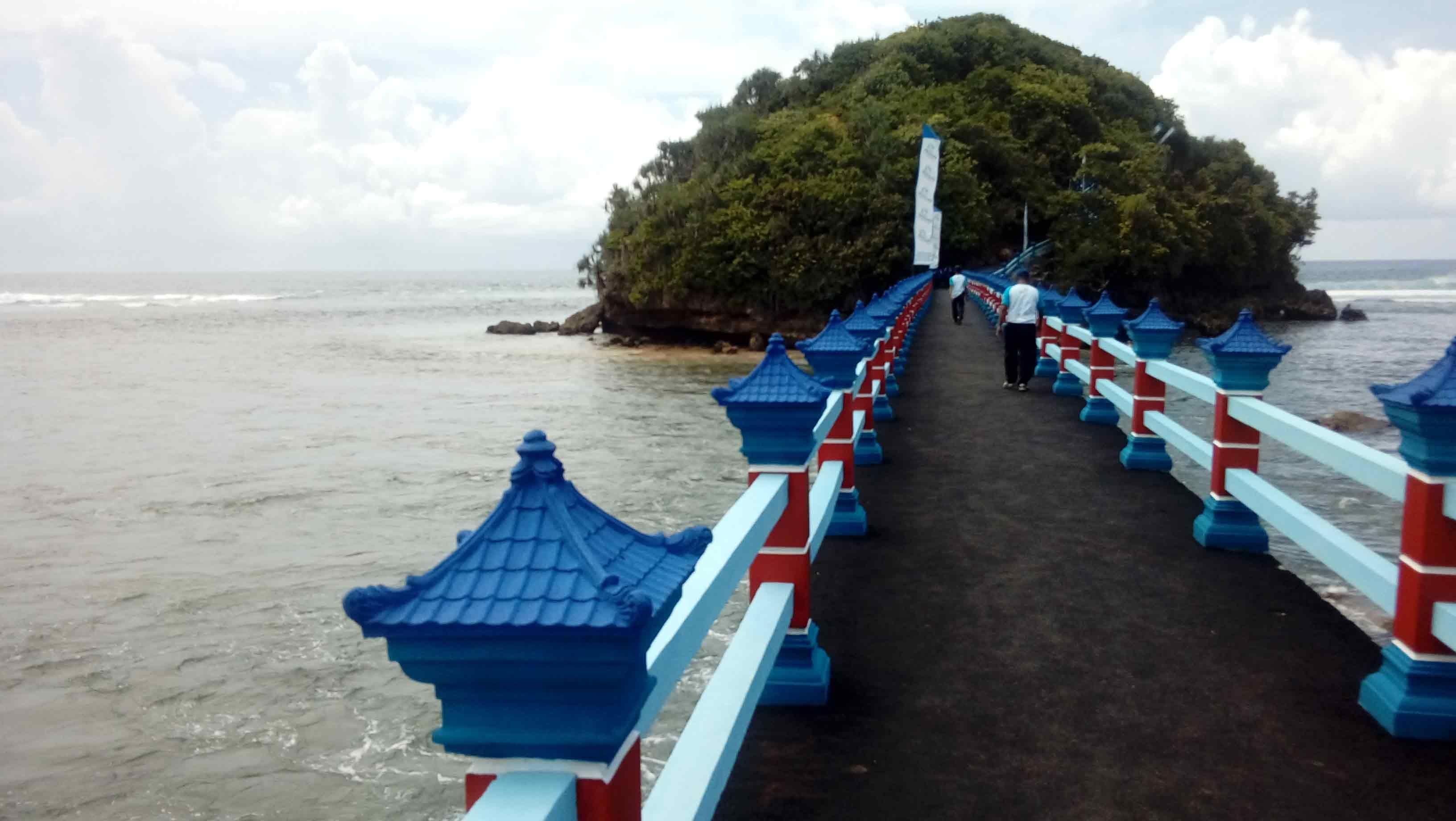 Jembatan Hanoman Ikon Baru Wisata Pantai Balekambang Malang Park Slide Park Hanoman