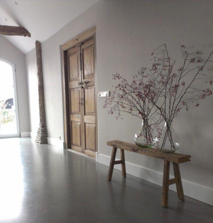 Onze woonkamer. Oude elementen in combinatie met een cementgebonden ...