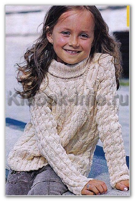Вязание спицами. Однотонный свитер с аранскими узорами и воротником гольф для девочки 5-7 лет