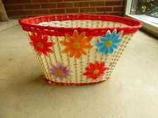 """15"""" VINTAGE 70s GIRLS PLASTIC WOVEN  BICYCLE BASKET WHITE RED BORDER FLOWERS"""