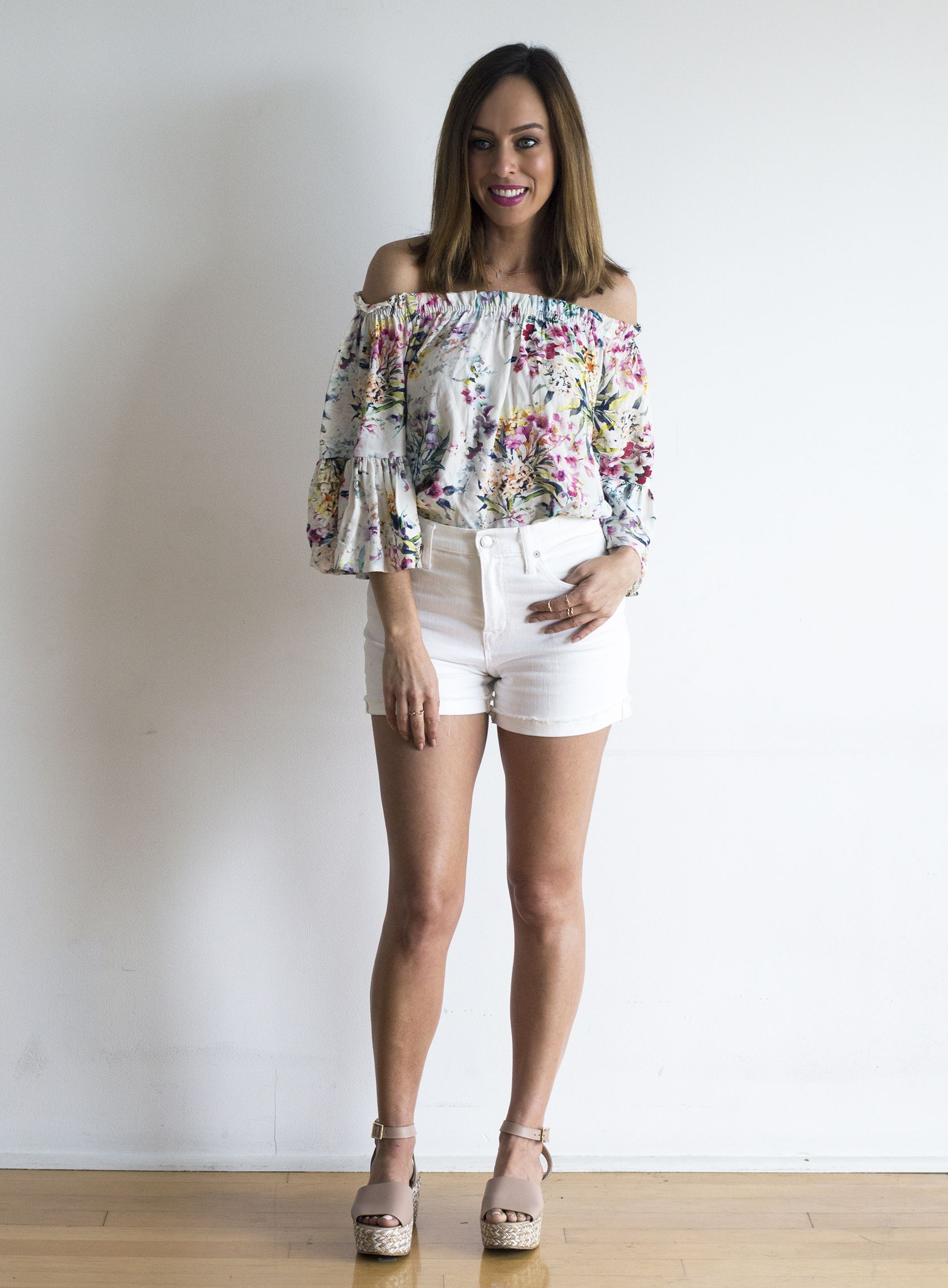 04cf8e1b5a05 Sydne Style shows how to wear white jeans shorts for summer outfit ideas