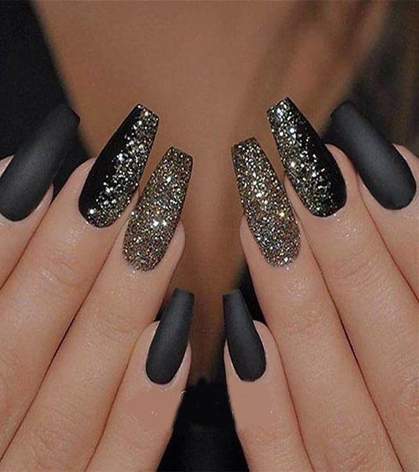svarta matta naglar