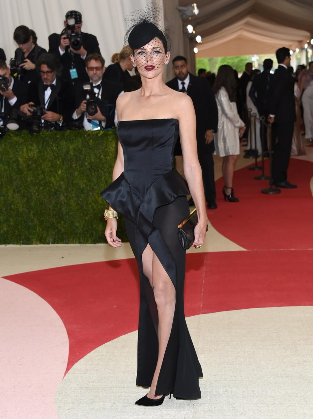 """Liberty Ross arrives at The Metropolitan Museum of Art Costume Institute Benefit Gala, celebrating the opening of """"Manus x Machina: Fashion in an Age of Technology"""" on Monday, May 2, 2016, in New York."""