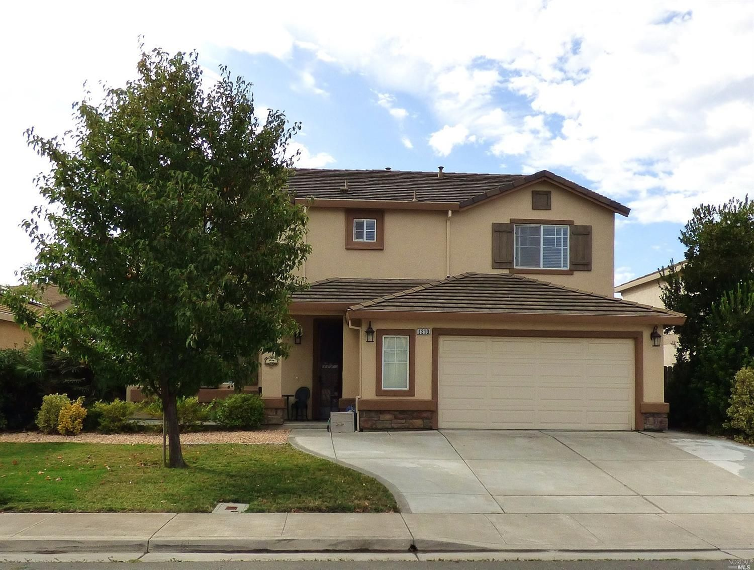 490000 1313 Reeves Ct Suisun City Ca 94585 The Master Bdrm Is Huge The Walk In Closet Is Huge The S In Ground Pools California Homes Waterfront Restaurant