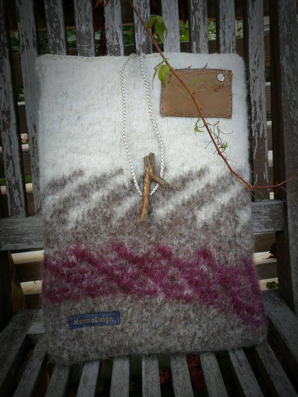 Datorfodral av isländsk tovad ull. Mönster från en islandströja och en  liten pinne till knapp adc23c53bfdb2