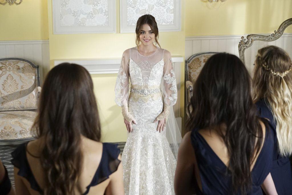 Pretty Little Liars Finale See Aria S Wedding Dress Pretty Little Liars Finale Pretty Little Liars Pretty Little Liars Series