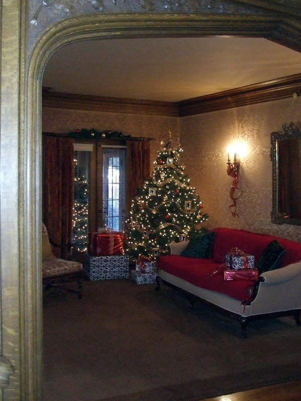 historic homes decorated for christmas decorating tree