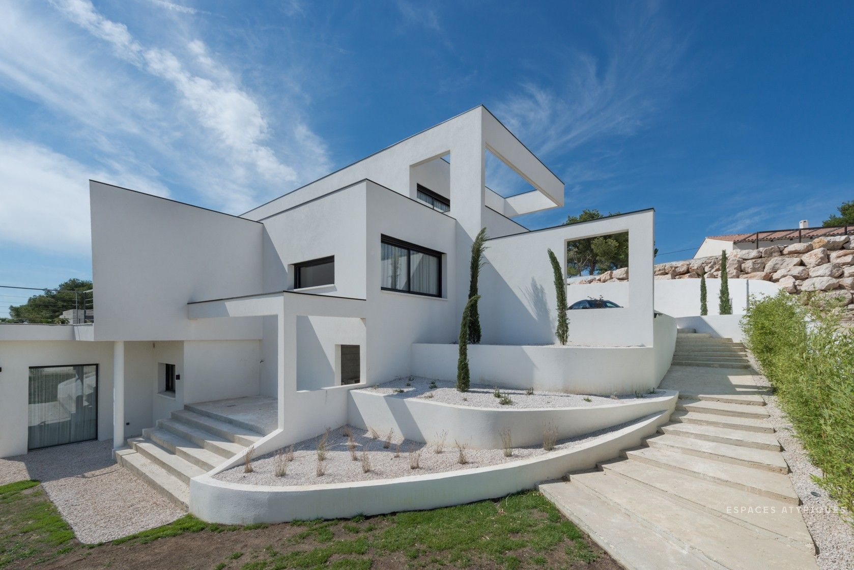 Espace Atypique Aix En Provence ventabren : villa minimaliste d'inspiration mallet stevens
