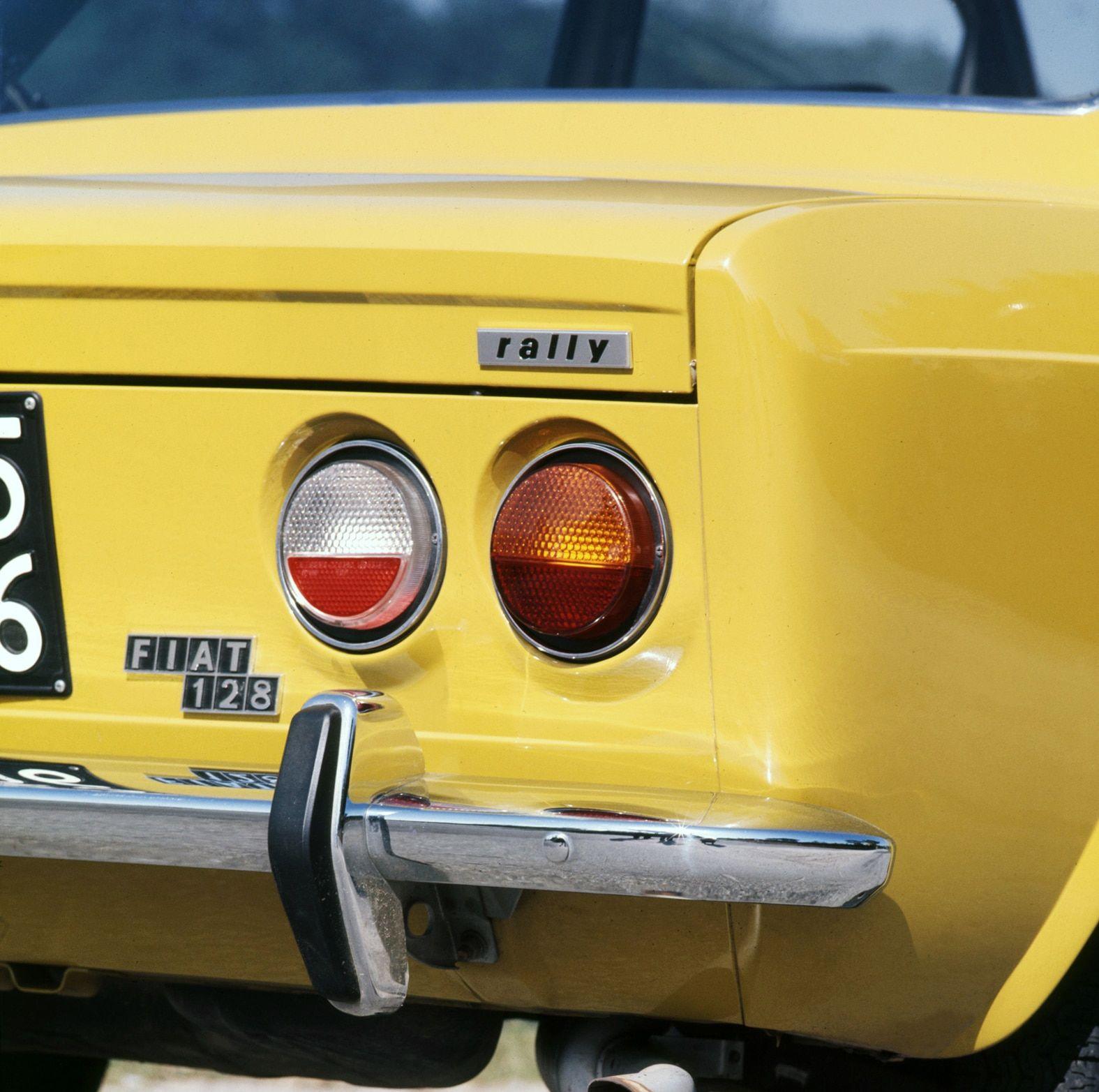 Fiat 128 Rally, c'è una piccola peste da corsa in città