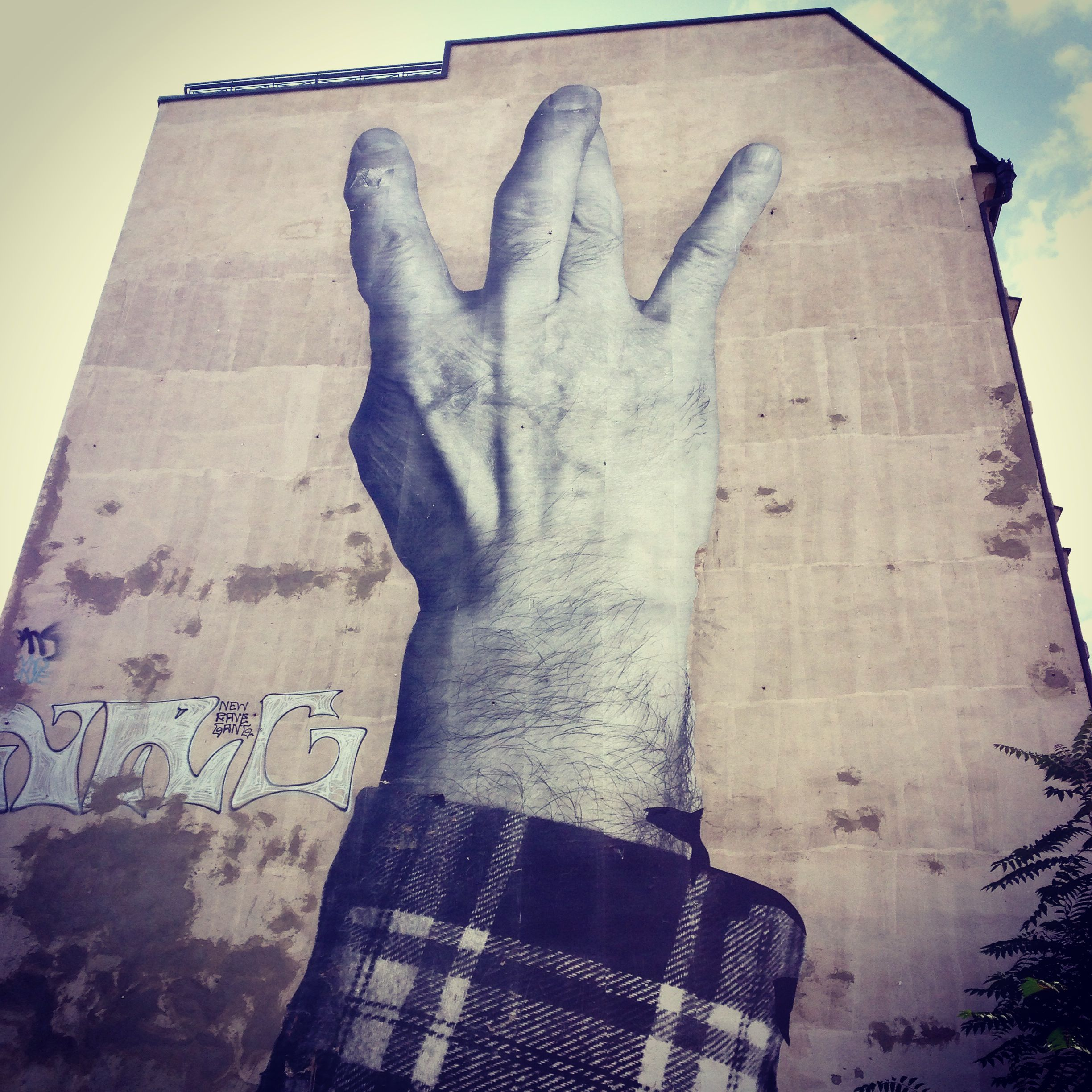 In April 2013,  JR  works on over 15 buildings in the Berlin city limits, within the context of his project 'The Wrinkles of the City'. JR is portrays here older people who have lived through the changes and upheavals of their city.  #JR #Berlin #streetart #thewrinklesofthecity Invalidenstrasse, Mitte, Berlin (not far away from the DM shop)