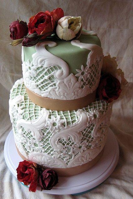 An Art Deco inspired wedding cake by Artisan Cake Company