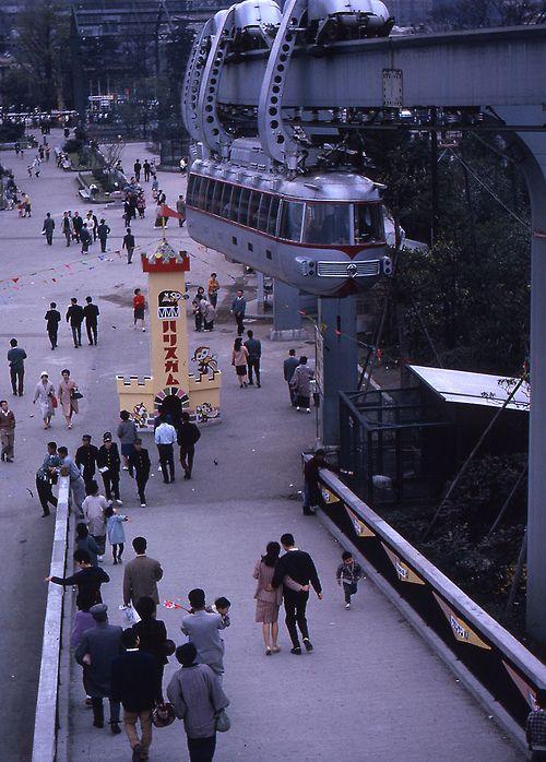 dig-image: Monorail bij de Ueno Zoo, Tokyo, Japan 1961-1962