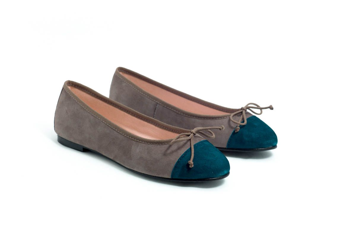 Bailarinas-Eloisa ante color topo punta ante azul verdoso. #BailarinasEloisa #Bailarinas #zapatos #Eloisa