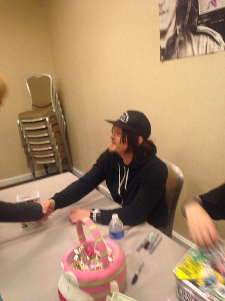 Meeting Norman Reedus ~ sooooo sweet  pic.twitter.com/gwCX5HkekG