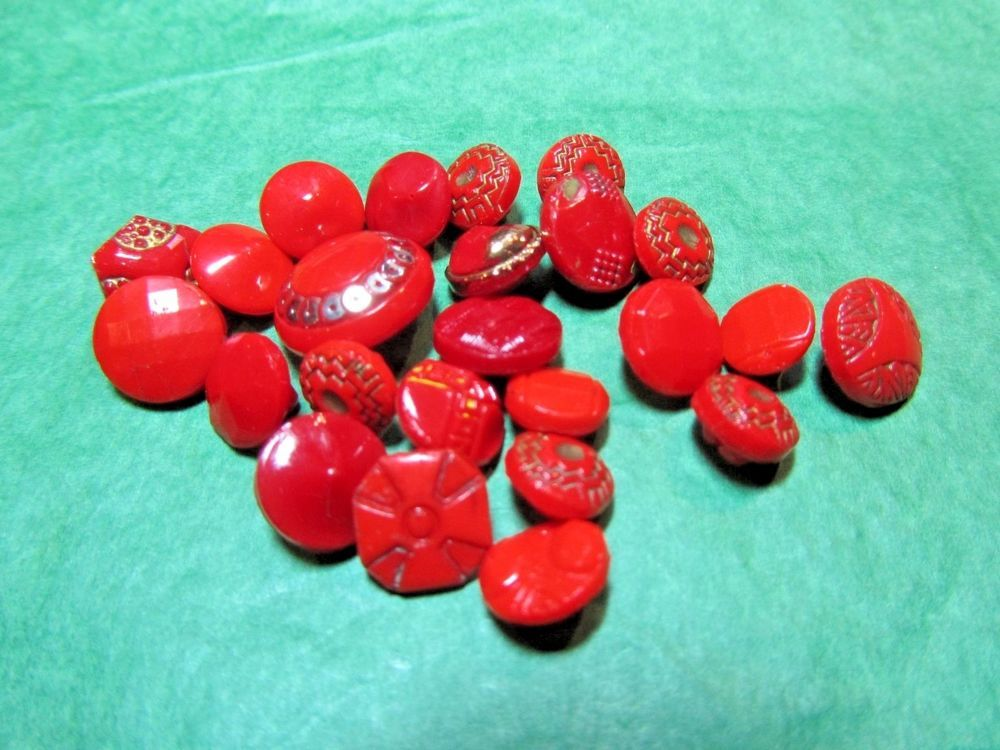 """(20+) 1/4"""" - 1/2"""" DECORATIVE RED GLASS SHANK BABY DOLL BUTTONS-VINTAGE Lot#N113"""