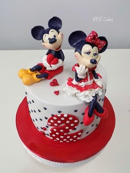 Mickey And Minnie Mouse By Moli Cakes With Images Minnie Cake