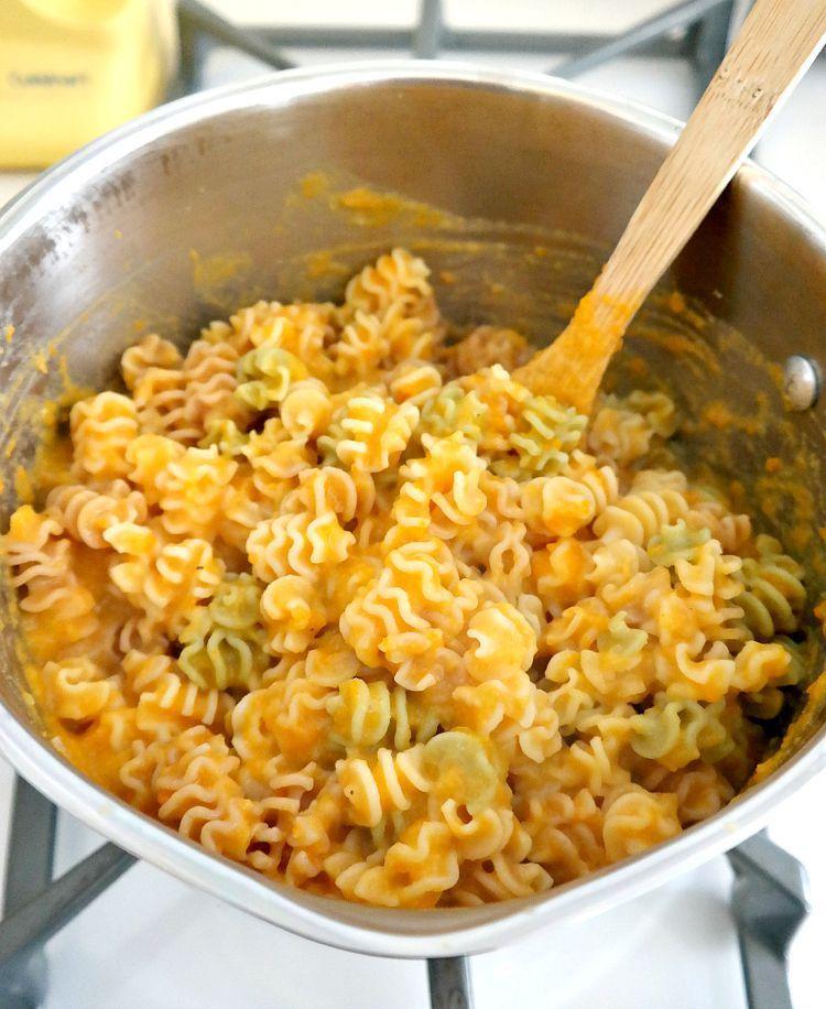 "Massada ""Mac 'n' Cheese"": batata doce + cenoura + courgette + cebola + alho + especiarias + massa"
