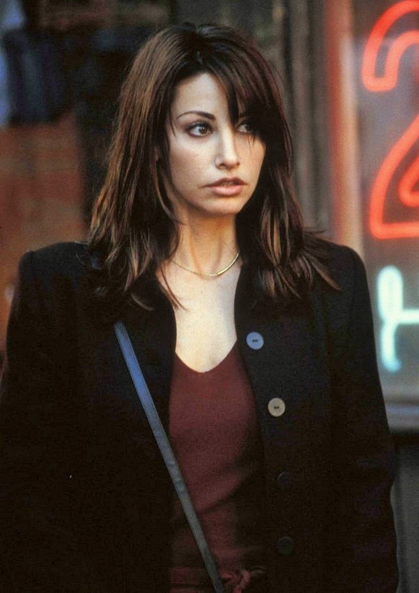 Awwwww That Face Picture Claire 2001 Gina Gershon Kiss Beauty Actresses
