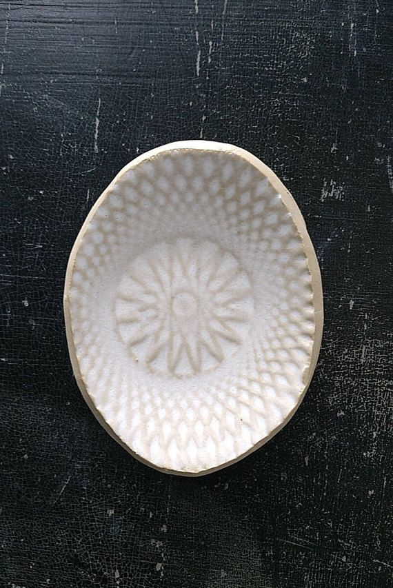 Piattino ovale bianco opaco di LUKKILI su Etsy