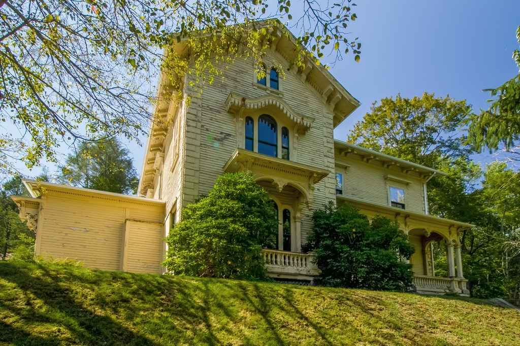 c. 1870 Italianate – 11 Fairview Ave, West Warwick, RI 02893 William Spencer House Italianate Victorian.
