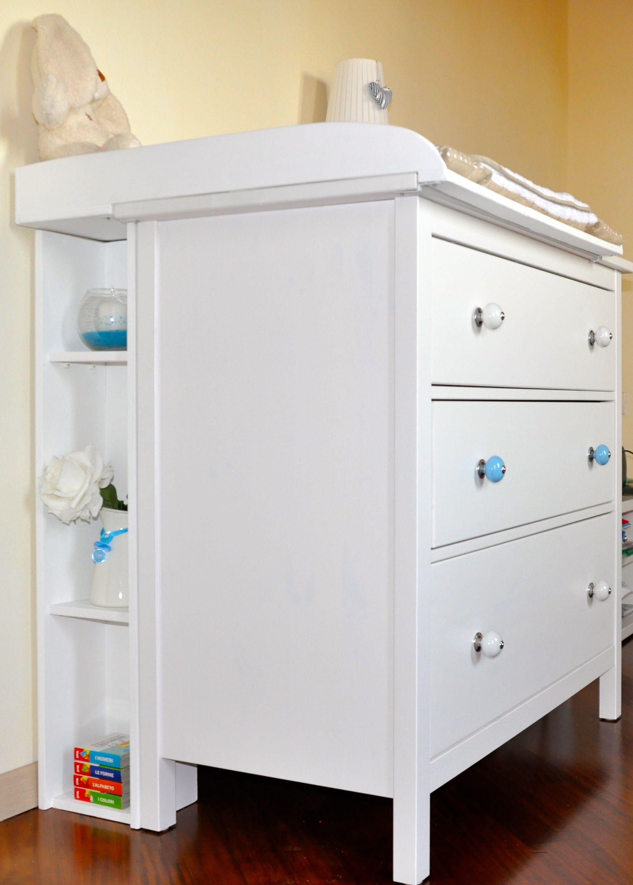 Ikea a modo mio cassettiera hemnes con pomoli colorati for Fasciatoio parete ikea