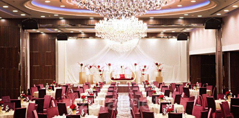 فندق ايلاف جدة ردسي مول الفنادق جدة Ceiling Lights Chandelier Decor