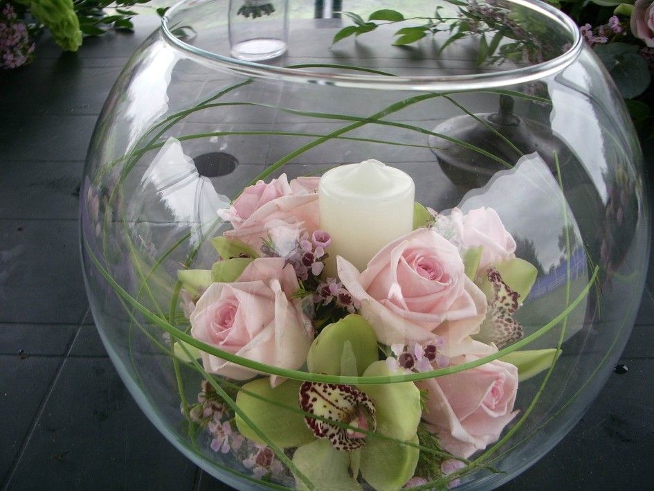 Decoration Pink Roses Asters Flower Arrangement White Candle Fish